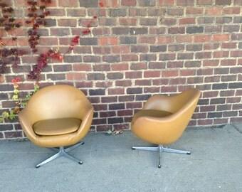 Mid-Century Modern Pair of Overman Chairs