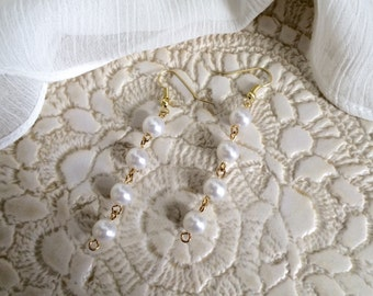 Bridal Jewelry /  Bridesmaid Jewelry / Wedding Jewelry / Four Pearl Gold Chandelier Earrings