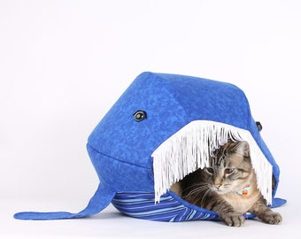 Novelty cat bed, Blue Whale Cat Bed - Cat Ball cat bed - Shark Week for cats - funny pets, funny pet house, cetacean, cat summer vacation