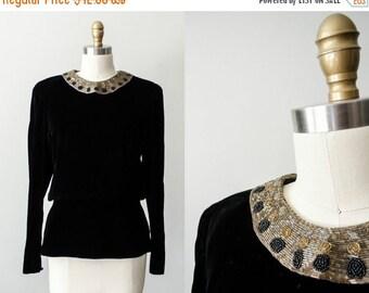 25% OFF SALE / vintage velvet peplum blouse / black velvet blouse with beaded collar / back button peplum top / medium