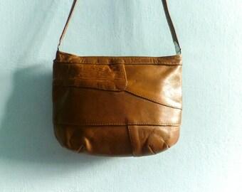 Vintage patchwork leather purse bag / shoulder bag crossbody messenger small / caramel brown / 80s