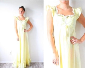 30% OFF out of town SALE Vintage boho hippie yellow floral dress // maxi prairie dress // modest short sleeve dress // cap sleeve lace ruffl