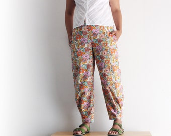 Floral summer cropped japanese style trousers for woman, italian lawn 100% cotton . Relaxed fit, high waist. Sizes S to XL.
