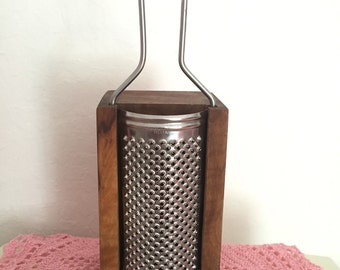 Wonderful Vintage Wood And Metal Grater ~ Made In Italy ~ Excellent Condition