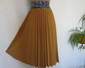 Pleated Skirt / Skirt Vintage / Size EUR40 / 42 / UK12 / 14 / Mustard / Yellow / Pleated Skirts