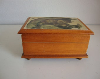 verre et bo te bijoux en laiton bibelot de vitrine par lotzostuff. Black Bedroom Furniture Sets. Home Design Ideas