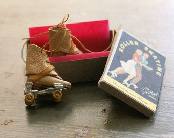 Miniature roller skates - natural beige leather and trimming