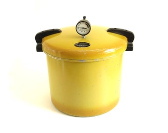 Presto Pressure Canner Large 20 Quart Size - Holds Half Gallon Jars - 1970s Harvest Gold