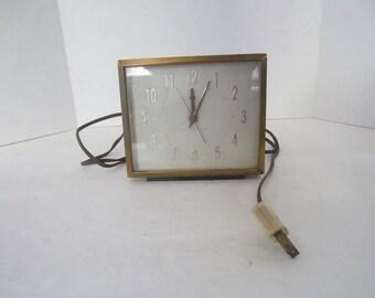 General Electric Desktop Alarm Clock, Model 7HA204