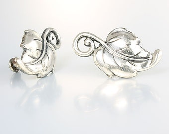Sterling silver Leaf Earrings, Danecraft style Etched screw back 1940s vintage jewelry