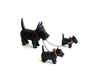 Vintage Scottie Scotty Dog with Puppies on Chain Scottish Terrier Resin Japan Black