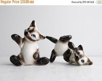 SALE Vintage Kreiss Siamese Cat Salt & Pepper Shakers - Kitschy Ceramic Animal Figurines