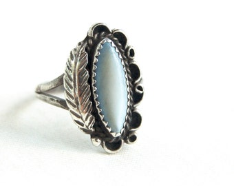 Mother of Pearl Ring Size 8 Vintage Southwestern Feather Trading Post MOP White Ring