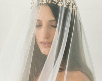 Light Ivory Lace Veil, Waltz Length Traditional Wedding Veil, Eyelash Lace Edge, Tulle Bridal Veil, Lace Mantilla Bridal veil, Ready to Ship