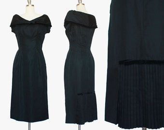 1950s Bombshell Dress / Pleated Back Dress / Little Black Dress  / 1950s Black Cocktail Dress / Medium Small / 27 Waist / Sexy Mad Men Dress