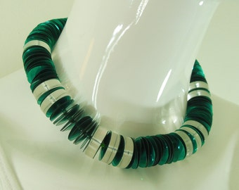1970s Modernist Clear Lucite Green Paillettes Glass Beads Necklace