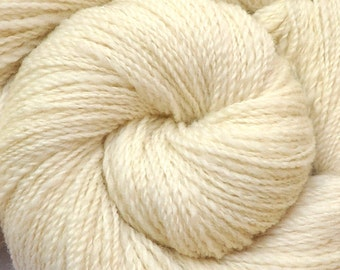 Handspun yarn - Natural Color Corriedale Cross wool, Fine Sport weight - 570 yards - Natural White