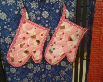 Oven Mitt - Cotton exterior and lining, Insul-Brite and Batting center, home made binding
