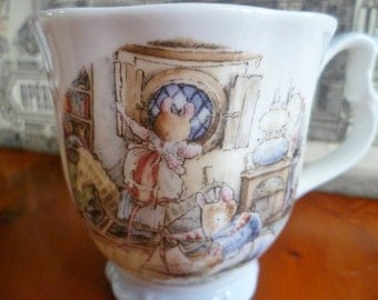 Royal Doulton Brambly Hedge Rigging the Boat Mug / Beaker with original box - 1st quality - Excellent Condition
