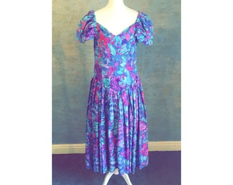 Cute ADINI Vintage 80s Tea Dress Size 12-14UK. V Neck Detail and Lightly Pleated Skirt