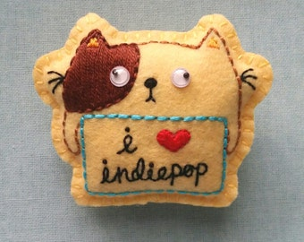 Grumpie Cat Loves Indiepop felt badge