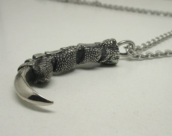 Single Raven Middle Claw Pendant - White Bronze