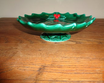 Vintage Christmas Green Glazed Ceramic Holly and Ivy Majolica bowl in Vintage Condition with wonderful well developed patina, Made in Japan
