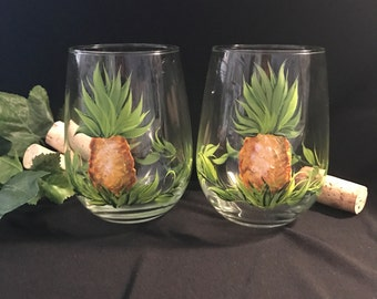 Free shiping Pineapple hand painted pair of stemless wine glasses