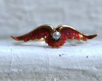 Great Vintage 14K Yellow Gold Enamel Wings Ring with Pearl Center.