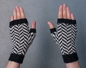 Black Lodge fingerless gloves, chevron pattern, handmade, women size S, twin peaks inspired, wool