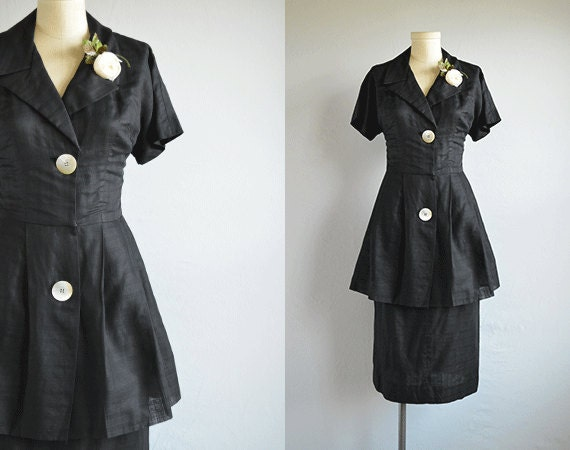 Vintage 1950s Dress / 50s Black Linen Spectator Dress with Peplum Skirt Flower Brooch
