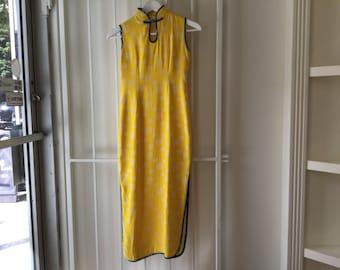 80s yellow cheongsam dress s/m / vintage printed Chinese Mandarin collar Asian sleeveless dress