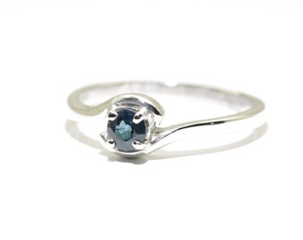 Sapphire (Natural Australian Blue Sapphire), 4mm x 0.30 Carat Round Cut, Sterling Silver Ring