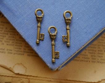 10 pcs Antique Bronze Royal Crown Key Charms 34mm (BC793)