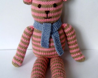 Beautiful hand-knitted bear, limited edition