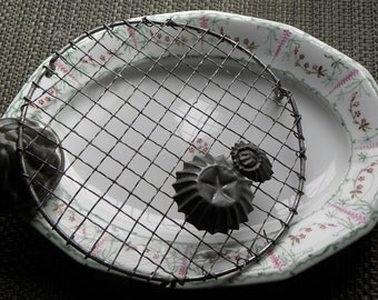 """Antique FRENCH Scarce 8 1/2"""" FINE Round Wire Ware Cooling Pastry Icing Rack Wrapped Crimped Wavy Wire Patisserie Bakeshop"""