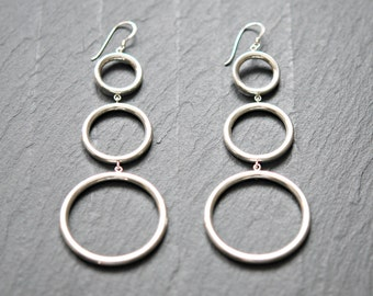 Sterling silver circles earrings - three linked silver circles - extra long earrings - sexy shoulder duster dangle -  triple trouble