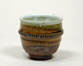 White and amber cup (yunomi)
