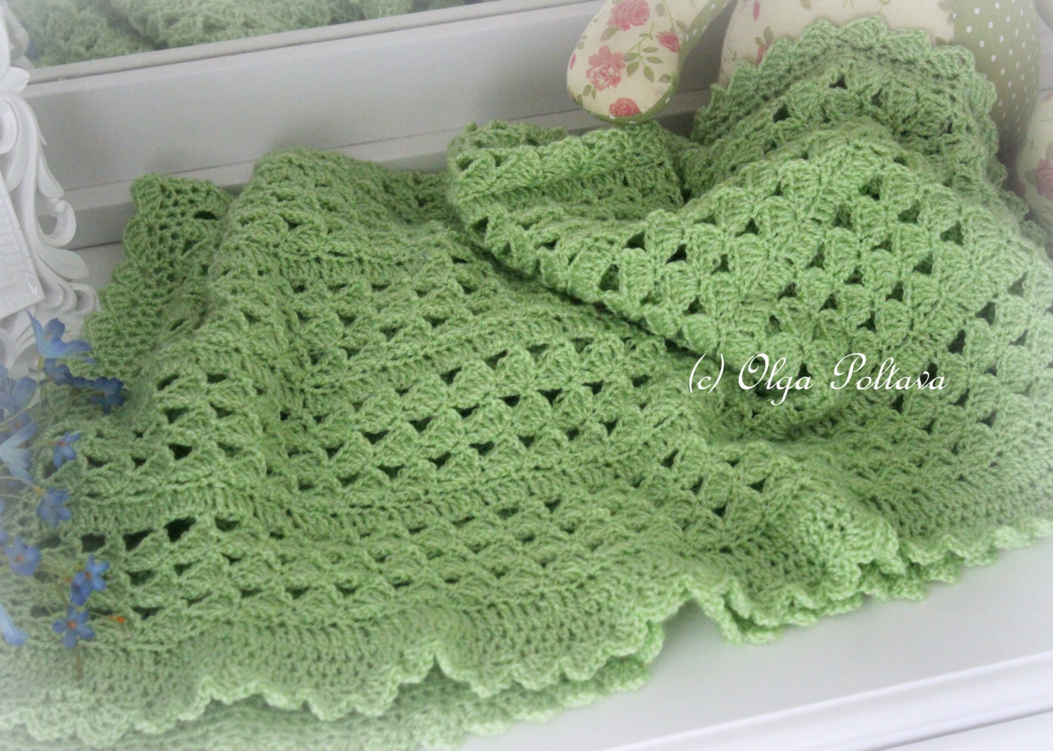 Easy Crochet Patterns For Baby Blankets : Baby Blanket Crochet Pattern Green Scallops Baby Afghan Easy