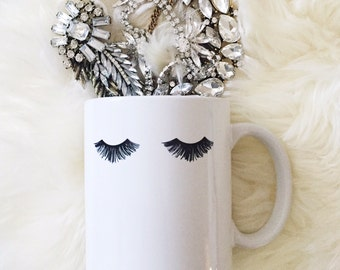Eyelashes Mug, Makeup Coffee Mug, Coffee Mugs With Artwork, Glam Coffee Mugs, Printed Coffee Mugs, Chic Coffee Mug, Makeup Brush Holder