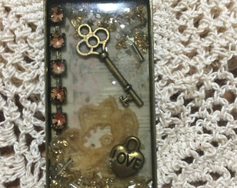 Vintgage Handmade Resin Pendant or Keychain
