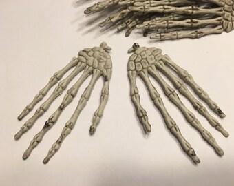 set of plastic skeleton hands, 60 x 115 mm (AA3)