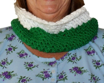 Crochet Cowl. Infinity Neckwarmer, Winter Fashion Scarf, Winter Scarf, Green Cowl Scarf, Winter Cowl, Green Circular Scarf, Christmas Cowl