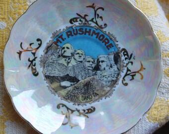 Mount Rushmore Iridescent Glass Plate - Vintage - Collectibles - Souvenir - Historical - Americana - Home Decor - Wall Decor - South Dakoda