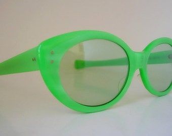 """AO Lime Frames Groovy Green Vintage American Optical """"Vivacious"""" Cat Eye Marbleized Lucite Eyeglasses Rare Color Larger Size 1960s 60s"""