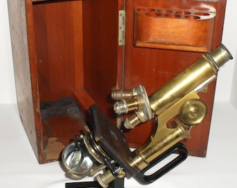 Antique Reichert Wein Brass Monocular Microscope Jug Handle in Dovetailed Wood Case. Made in 1917 with one Leitz objective