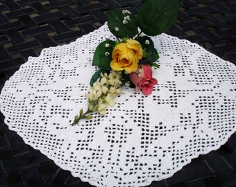 Centerpiece Doily, Crocheted doily, hand made, Diamond shape, white doily, cottage chic, country decor, 1950s decor,, retro