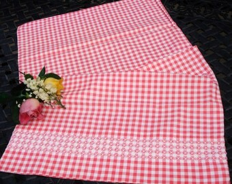 Pillowcase, Single Standard size, Gingham, Red and white checks, Twin bedding, Guest bedding, Shabby chic decor, Country style