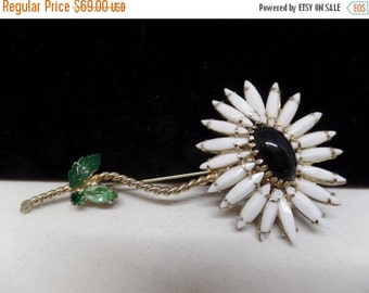 ON SALE Fabulous Vintage WEISS Black & White Flower Brooch