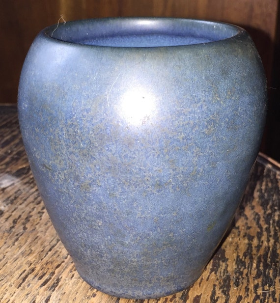 Marblehead pottery vase arts and crafts blue matte antique for Arts and crafts pottery